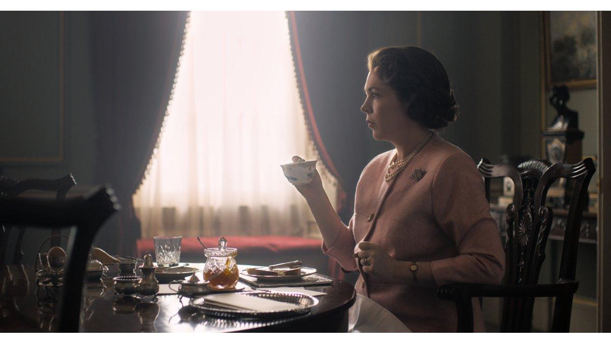 La actriz Olivia Colman, como la reina Isabel II, en la serie de Netflix 'The Crown'.