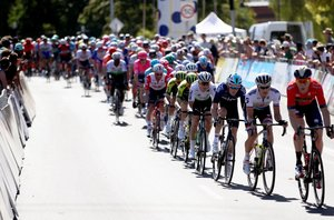 Adelaide (Australia), 13/01/2019.- The peloton is on the way during the Down Under Classic closed-circuit road race as part of the Tour Down Under in Adelaide, Australia, 13 January 2019. (Ciclismo, Adelaida) EFE/EPA/KELLY BARNES AUSTRALIA AND NEW ZEALAND OUT