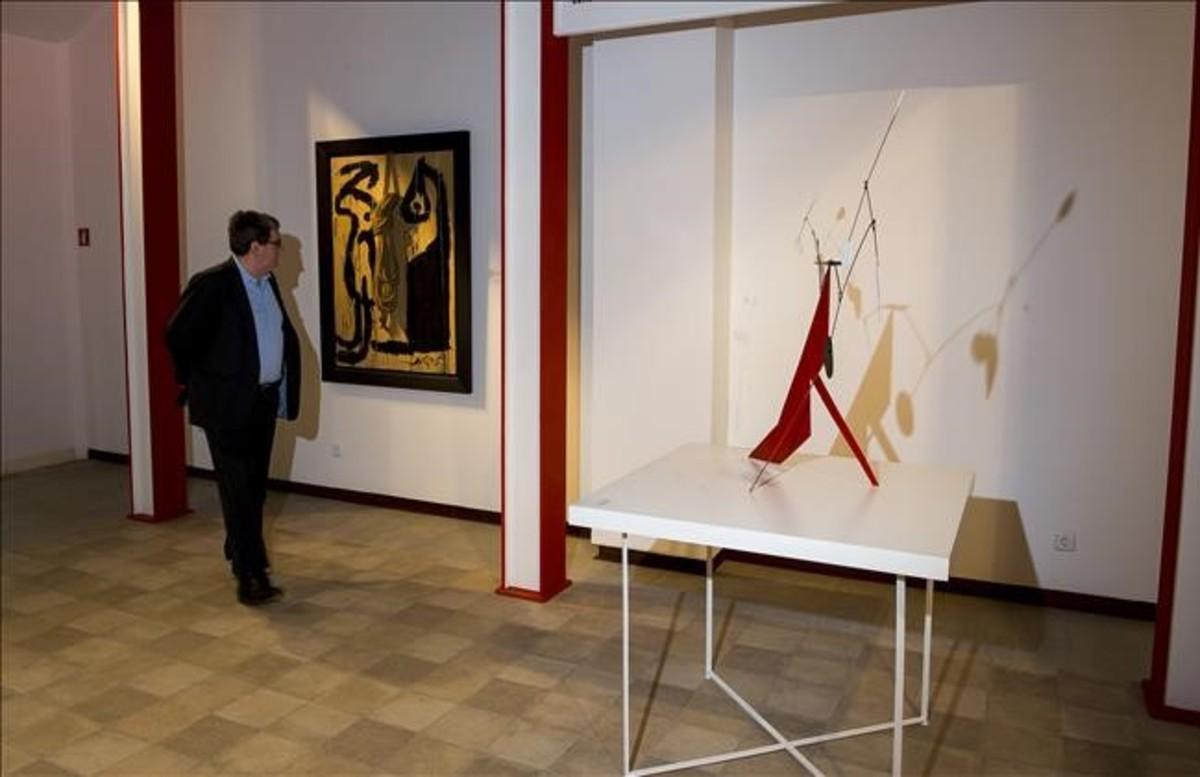 Dos piezas de la exposición 'Artistas revolucionarios', hasta el día 7 de enero en la Galeria Mayoral.