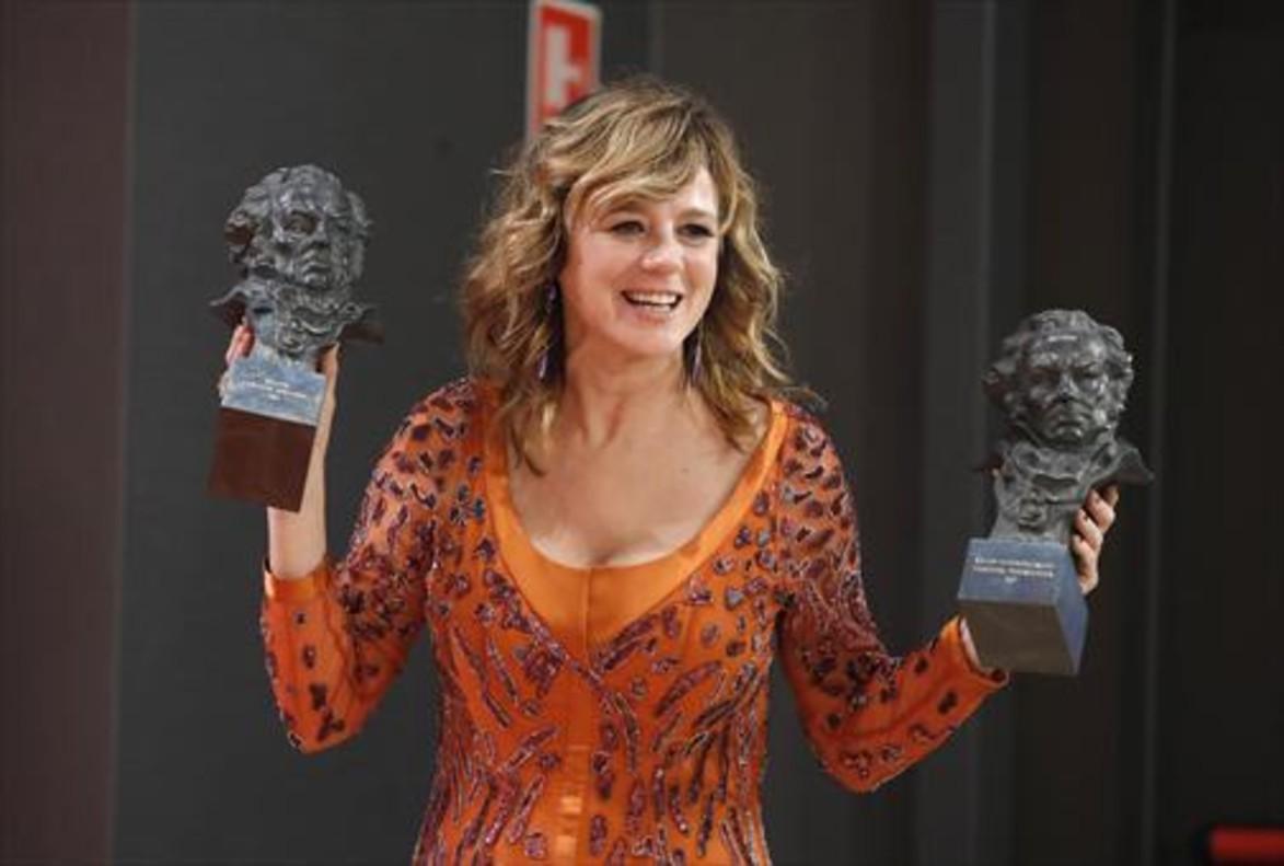 Emma Suárez, mejor actriz protagonista ('Julieta') y de reparto ('La próxima piel').