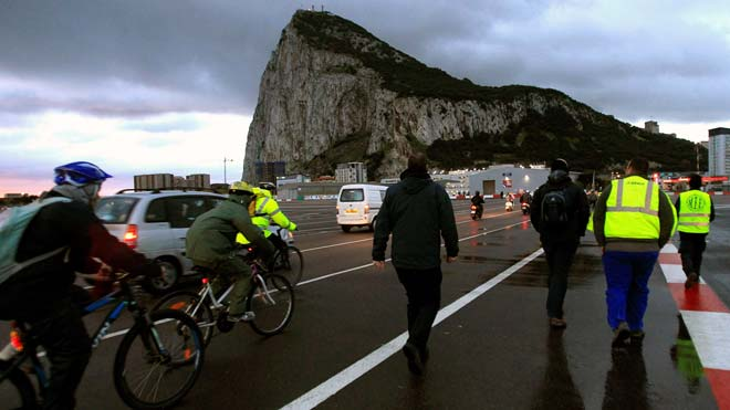 La Eurocámara acepta definir Gibraltar como colonia.