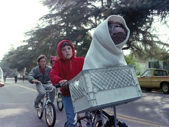 Fotograma de la película ET, el extraterrestre.