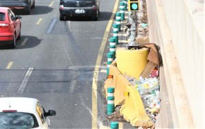 Acumulación de basura en la Gran Via de les Corts Catalanes