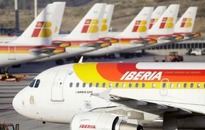 IAG,grupo empresarial que englobla, entre otros, a Iberia, prevé recomprar acciones por valor de 500 millones de euros en 2018.