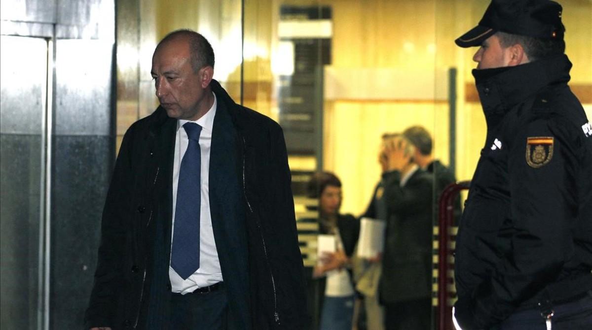 El socio de Deloitte Francisco Celma, en una imagen de archivo tras declarar ante el juez Fernando Andreuen febrero del 2013.