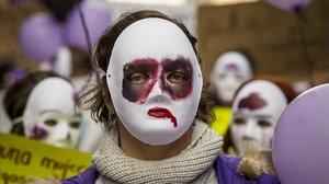 Imagen de archivo de una manifestación en Valencia por la erradicación de la violencia contra las mujeres.