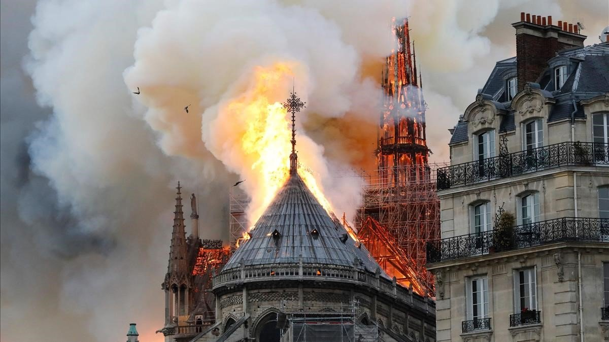 Resultado de imagen para se incendia catedral de notre dame en FRancia