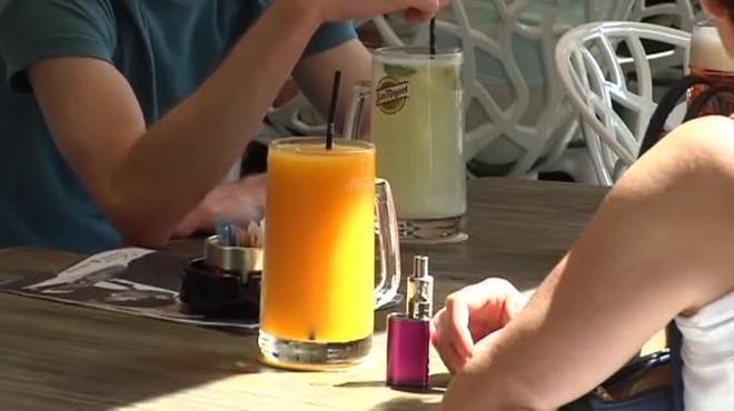 Una terraza de Palma de Mallorca ha cobrado más de 21 euros a dos clientes por un refresco y una jarra de zumo de algo más de un litro.