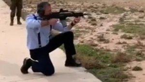 """Ortega Smith, con un fusil de asalto: """"A este había que cargárselo""""   VÍDEO"""