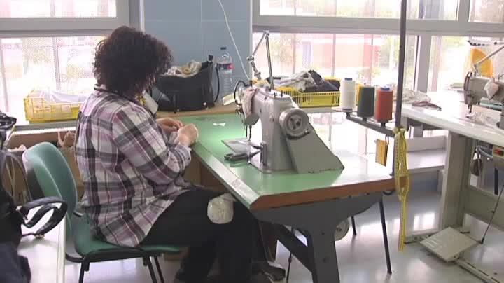 John Galliano da trabajo a costureras de las Tres Mil Viviendas