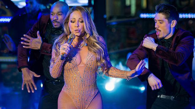 Mariah Carey aconsegueix ser trending topic amb una estrepitosa actuació a Times Square.