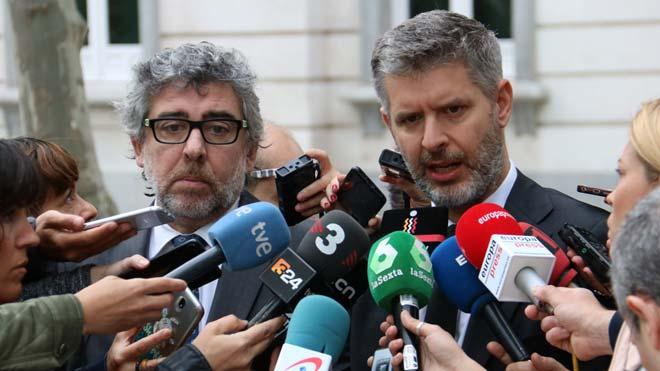 Los abogadosJordi Pina yAndreu van den Eyndeexplican los argumentos por los que piden la libertad de los presos electos para poder ejercer su cargo.