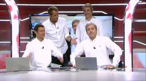 Las dos parejas de 'Manolos', los de Cuatro (Manu Carreño y Manolo Lama) y los del programa satírico de TV-3 'Crackòvia (Raúl Pérezy Alan Lillo), en el plató de 'Deportes Cuatro'.