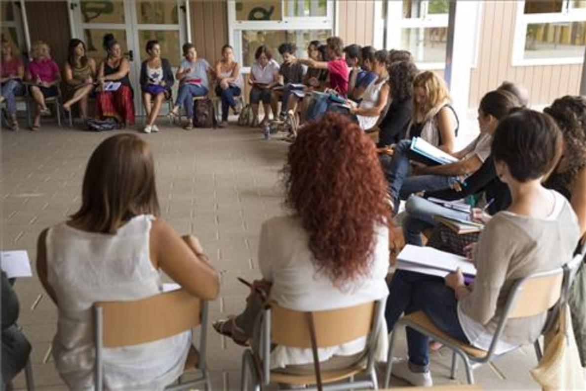 Claustro de maestros del colegio Els Pinetons de Ripollet, antes del inicio de clases.
