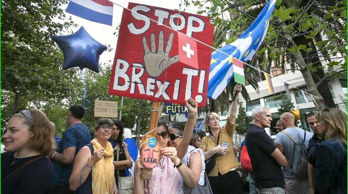 Manifestación de ciudadanos británicos contra el 'brexit', este lunes en Barcelona.