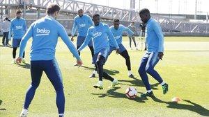 Dembélé i Cillessen ja treballen amb el grup pensant en els duels contra l'Atlètic i el United