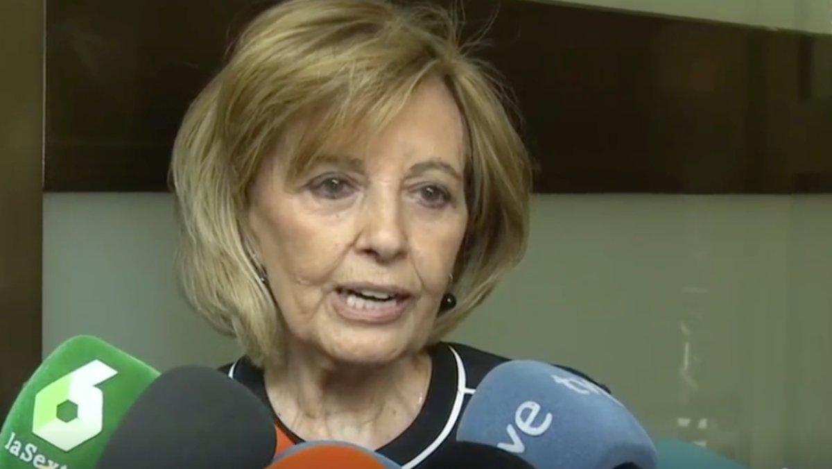 María Teresa Campos también ha estado presente en la capillla ardiente de Chicho Ibáñez Serrador. La presentadora ha mostrado a los medios una carta manuscrita que le envió el cineasta.