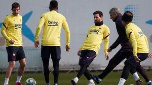 Messi y Setién en el último entrenamiento previo al duelo con el Levante en el Camp Nou.