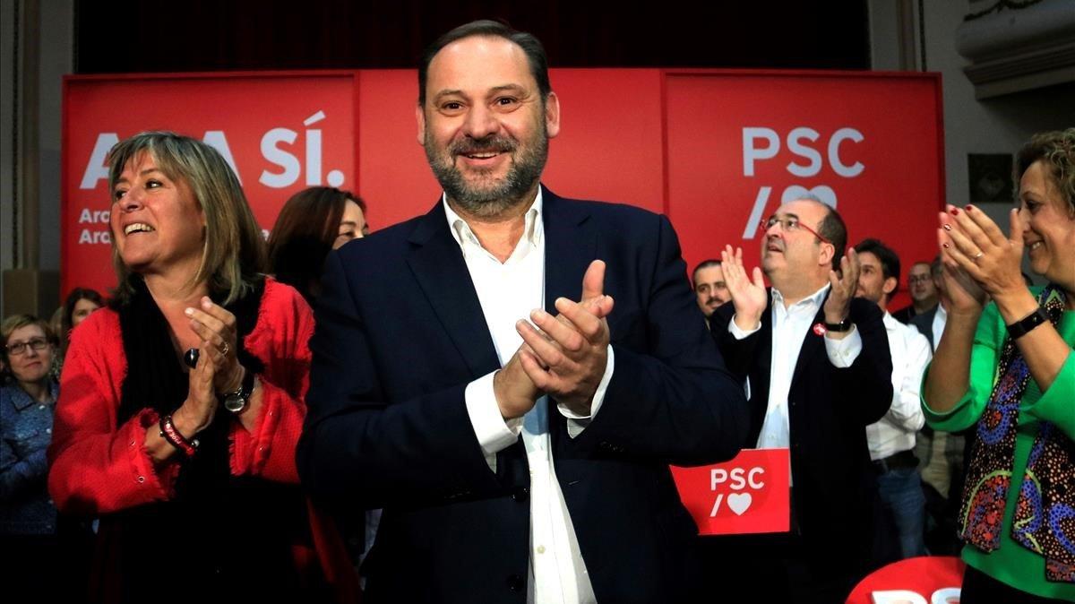 José Luis Ábalos junto a Núria Marín y Miquel Iceta, en el acto de campaña del PSC en l'Hospitalet de Llobregat.