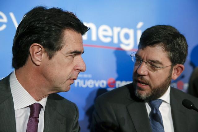 Alberto Nadal (a la derecha), junto al exministro de Industria José Manuel Soria (izquierda).