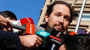 Pablo Iglesias comparece ante la prensa antes de conocer los resultados de las primarias de Podemos.