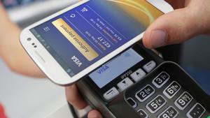 Pago en una tienda con Samsung Pay.