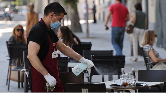 El mercat laboral crea més de 84.000 llocs de treball i l'atur cau al setembre
