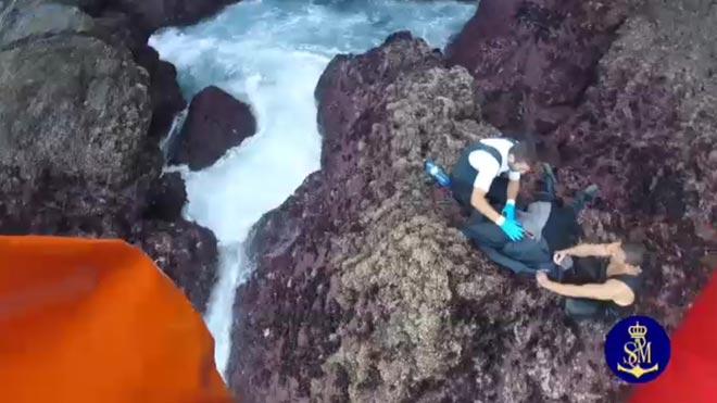 Espectacular rescat de tres 'percebeiros' a la Corunya