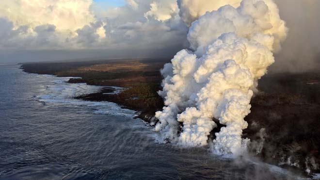 22 personas resultan heridas en Hawai tras una nueva descarga del volcán Kilauea.