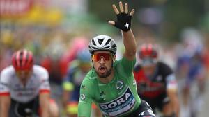 El ciclista eslovaco Peter Sagan celebra su victoria al sprint en Valence