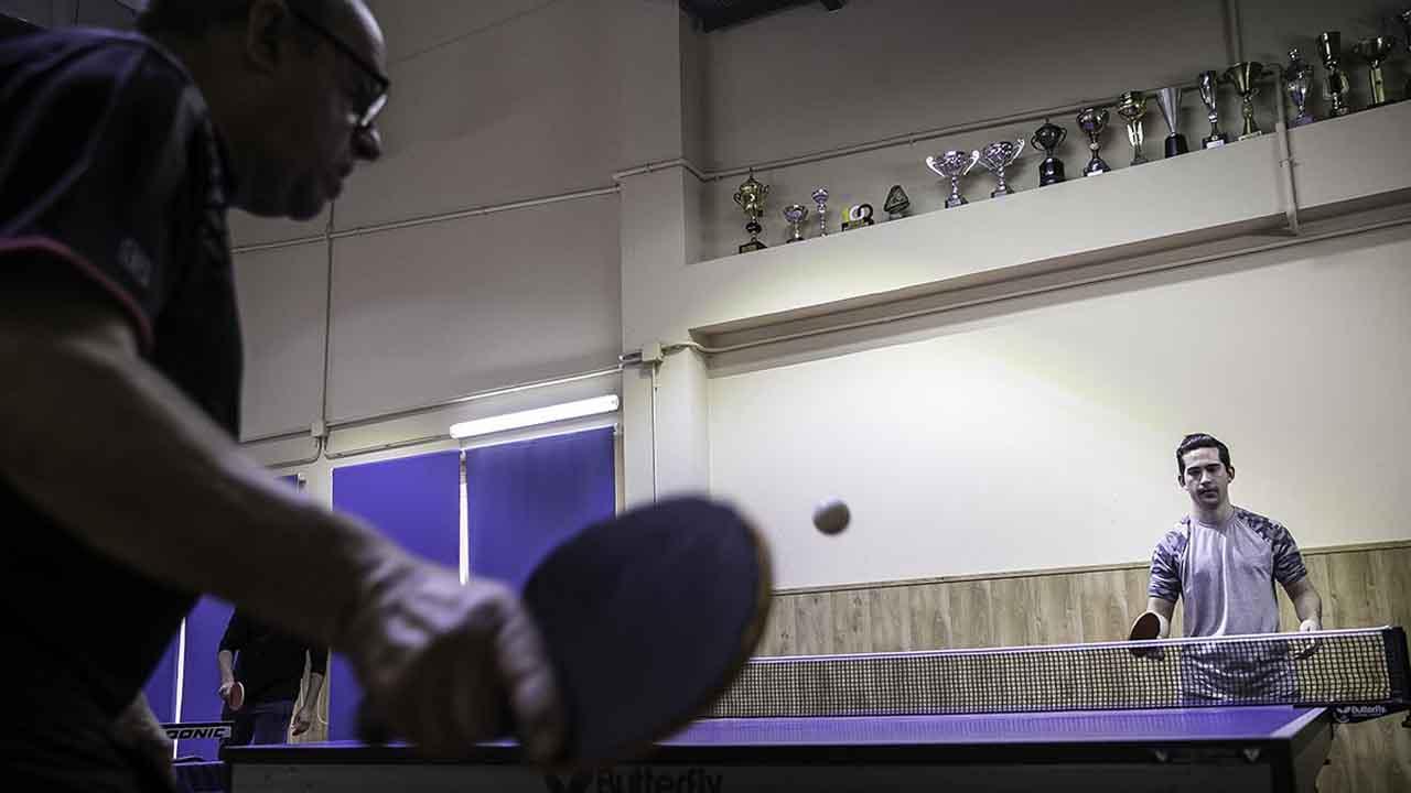 El Ping-pong como terapia relacional en el centro de día de la residencia Tres Pins.