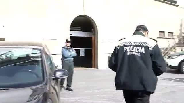 La policía de Olot multa a la Guardia Civil por aparcar mal mientras registraba el ayuntamiento