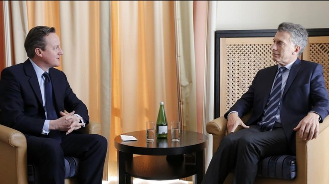 El presidente de Argentina y el 'premier' británico hablan de la disputa de las islas Malvinas en Davos