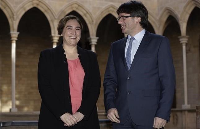 Ada Colau y Carles Puigdemont, en el Palau de la Generalitat.