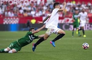 Rubén agarra a Correa.