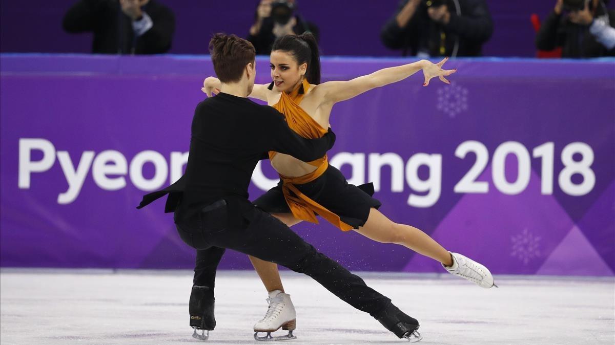 Sara Hurtado y Kirill Khaliavin durante el programa corto