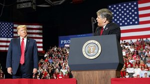 Sean Hannity, presentador de la Fox, y Trump, durante un acto de campaña.