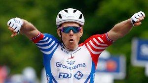 Arnaud Démare celebra la victoria, en Módena, en la décima etapa del Giro.