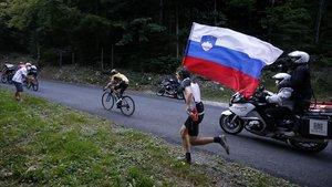 Un aficionado esloveno, en el Grand Colombier.