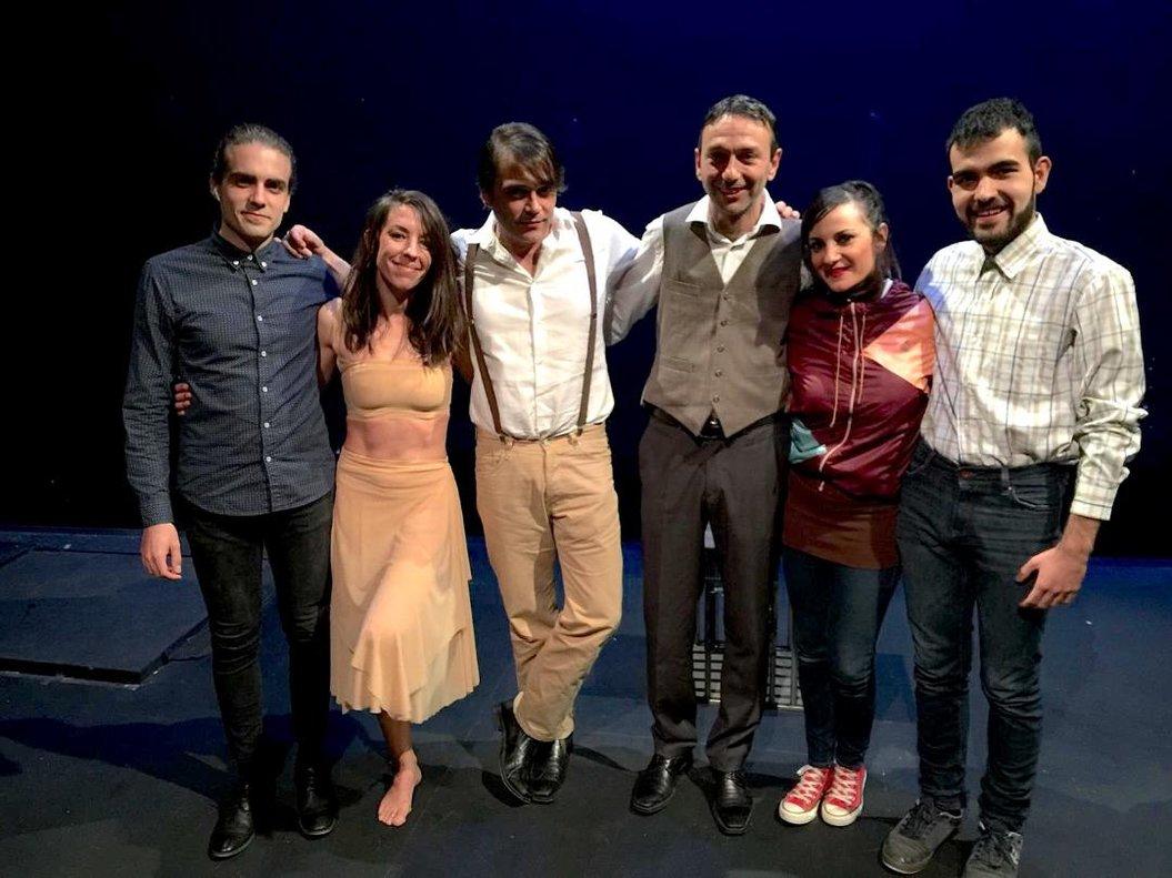 Los seis actores que protagonizan las cuatro obras.