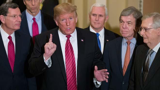 Trump se va de la reunión con los demócratas por considerarla una pérdida total de tiempo.