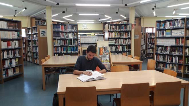 Turnos para leer la tesis de Pedro Sánchez.