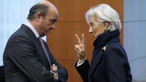 El ministro de Economía, Luis de Guindos, y la directora del FMI, Christine Lagarde, en febrero del 2013.
