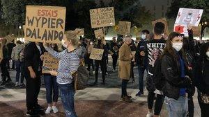 Les dones poloneses a Barcelona es manifesten en contra de la llei antiavortament