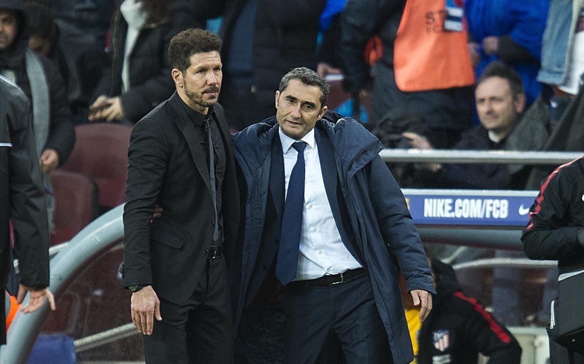 Valverde y Simeone se saludan al final del partido de Liga en el Camp Nou