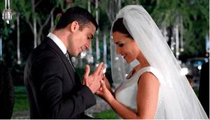 Los protagonistas de 'Velvet', Miguel Ángel Silvestre y Paula Echevarría, en el episodio final de la serie de Antena 3.