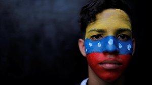 Un manifestate de la oposición en Caracas.