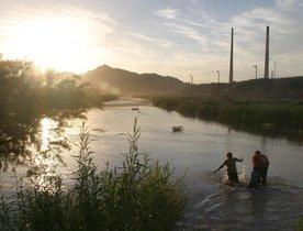 La localidad de Fronton está ubicada a unos 100 kilómetros al oeste de McAllen (Texas) y hace frontera con Los Guerras, en Tamaulipas.