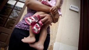 Una de cada 10 mares soles és pobra