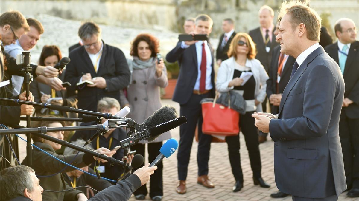 El presidente del Consejo Europeo, Donald Tusk, atiende a la prensa.